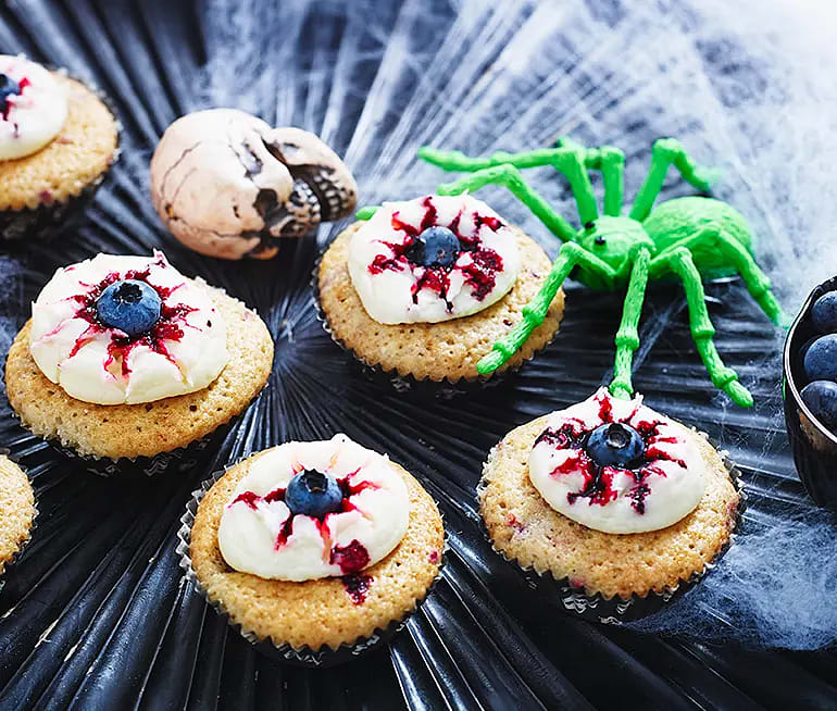 Lätt rödsprängda cupcakesögon