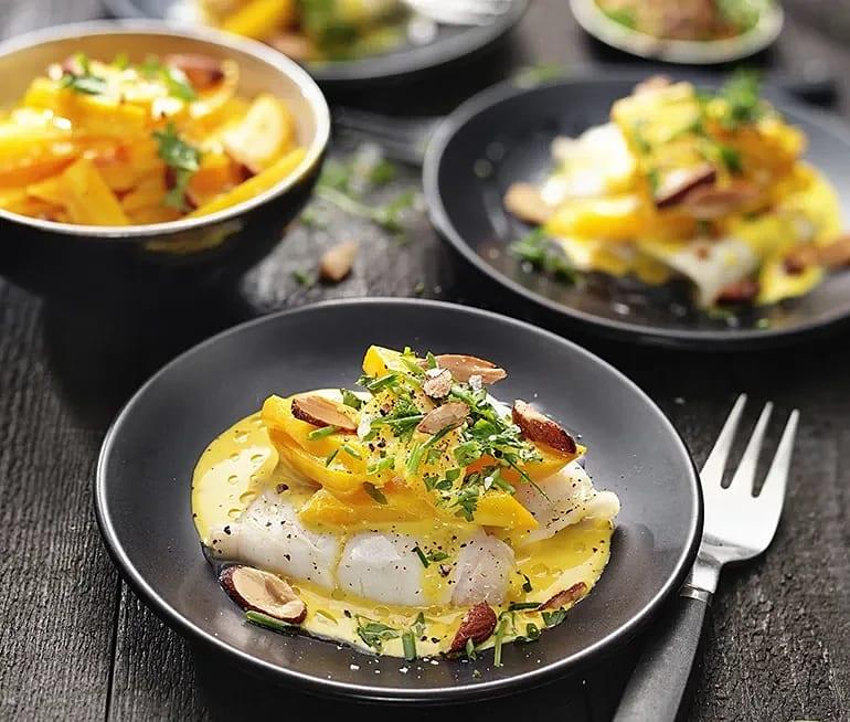 Persilje- och mandeltoppad torsk med saffran