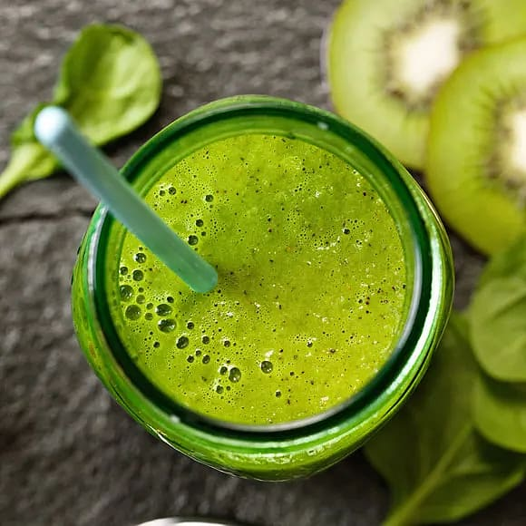 Green smoothie med kiwi och spenat