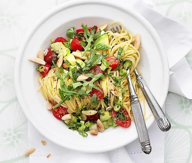 Spaghetti med avokado och mandel