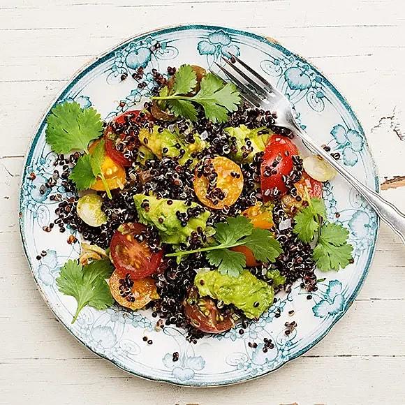 Ljummen quinoasallad med avokado