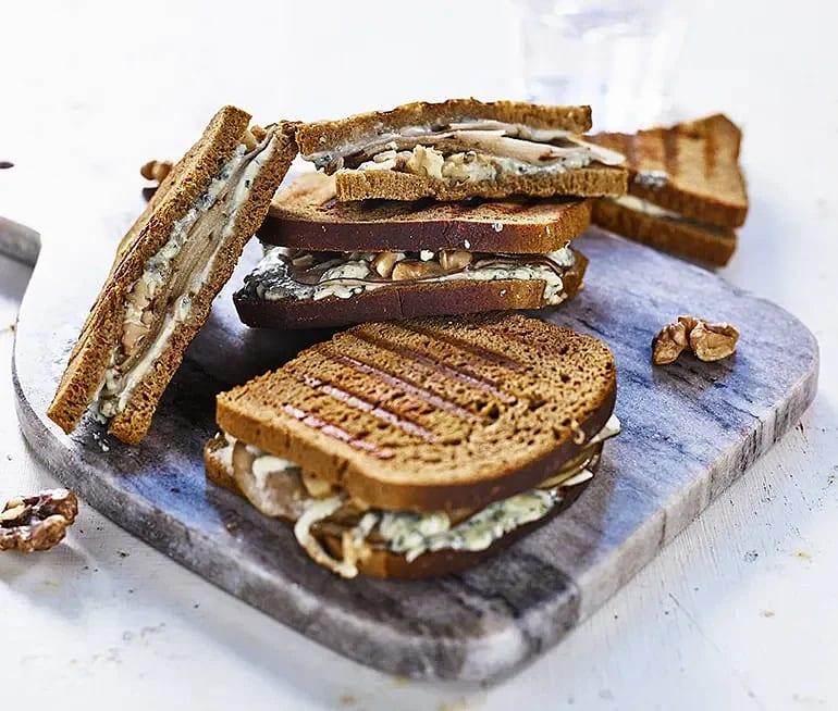 Tylö sandwich – grillad kavring med päron och ädelost