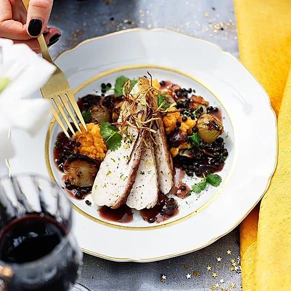 Lyxig kyckling med ingefärskrisp, rostad skocka och sötpotatispuré