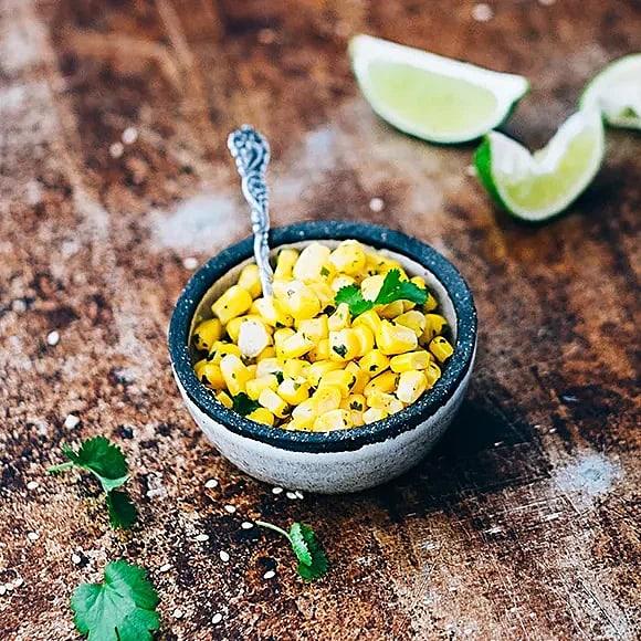 Lime- och korianderslungad majs