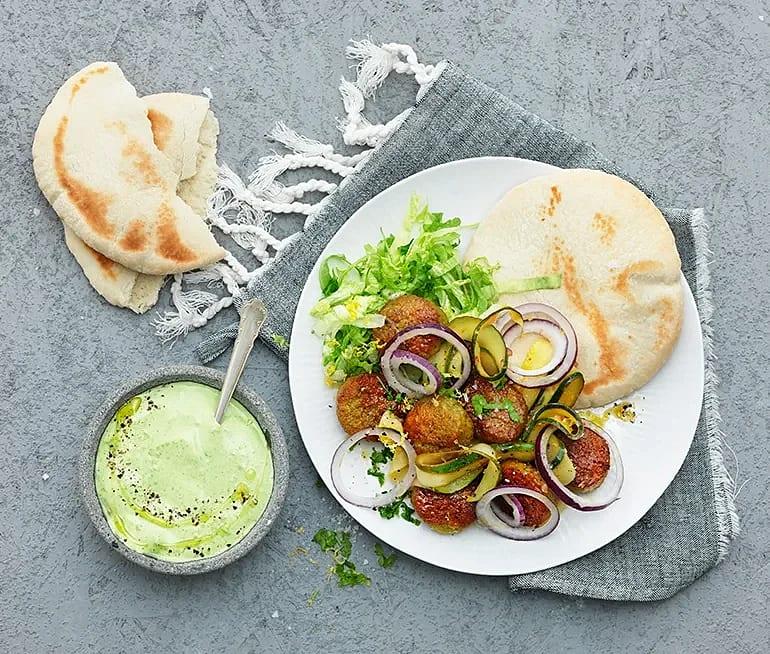 Falafel med spenat- och myntayoghurt