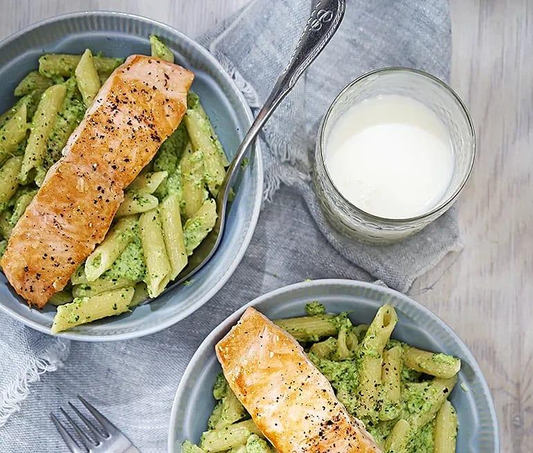 Lax med broccolipasta