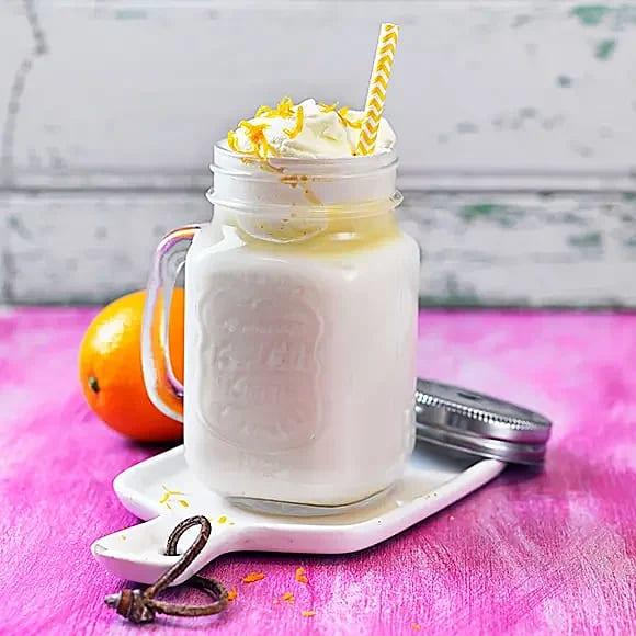 Varm vit choklad med apelsin och vanilj