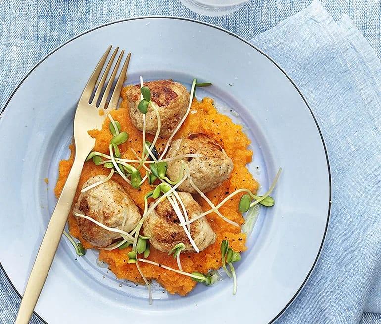 Kycklingbullar och morotskräm med apelsin