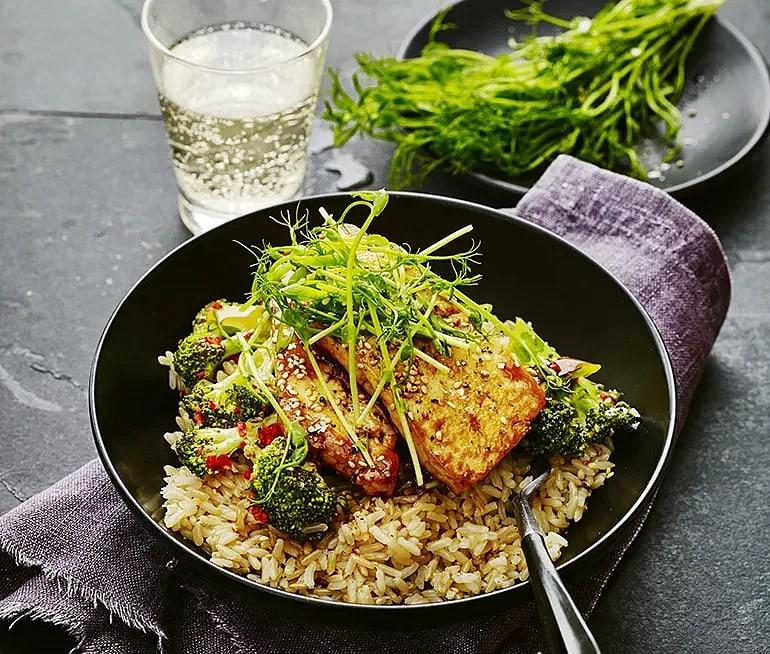 Hoisinglacerad tofu med broccoli och chili