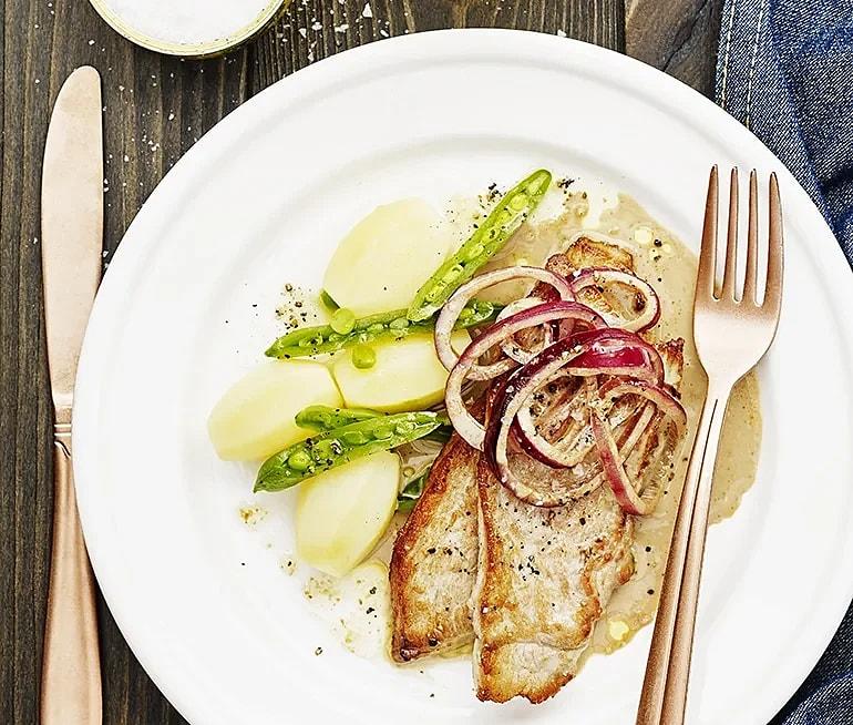 Skinkschnitzel med gräddig löksås