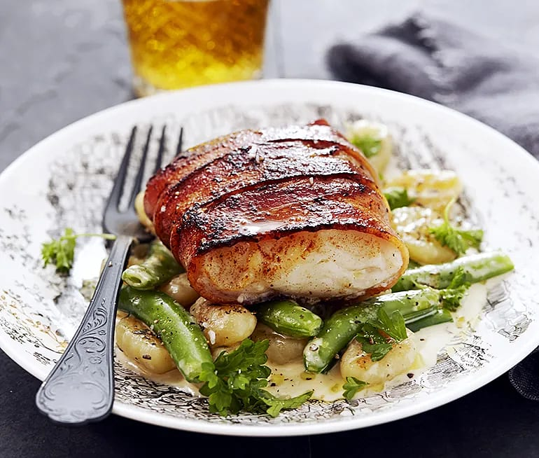 Baconlindad torsk med potatisgnocchi