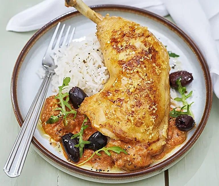 Vitlöksstekt kyckling med oliver och ruccola