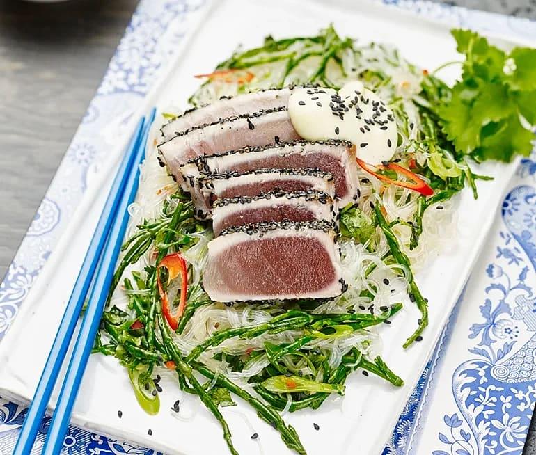 Tonfisk med alger, sesam och wasabimajonäs