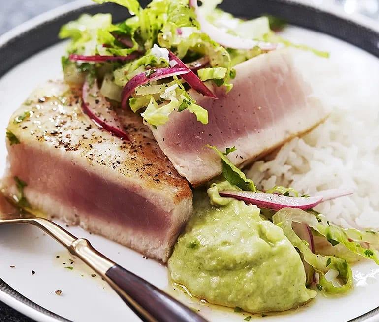 Halstrad tonfisk med avokadohummus