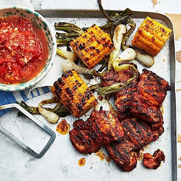 Grillad kycklinglårfilé med rostad tomatsalsa