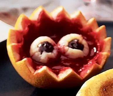 Kapten Blods ögon i blodsås till Halloween