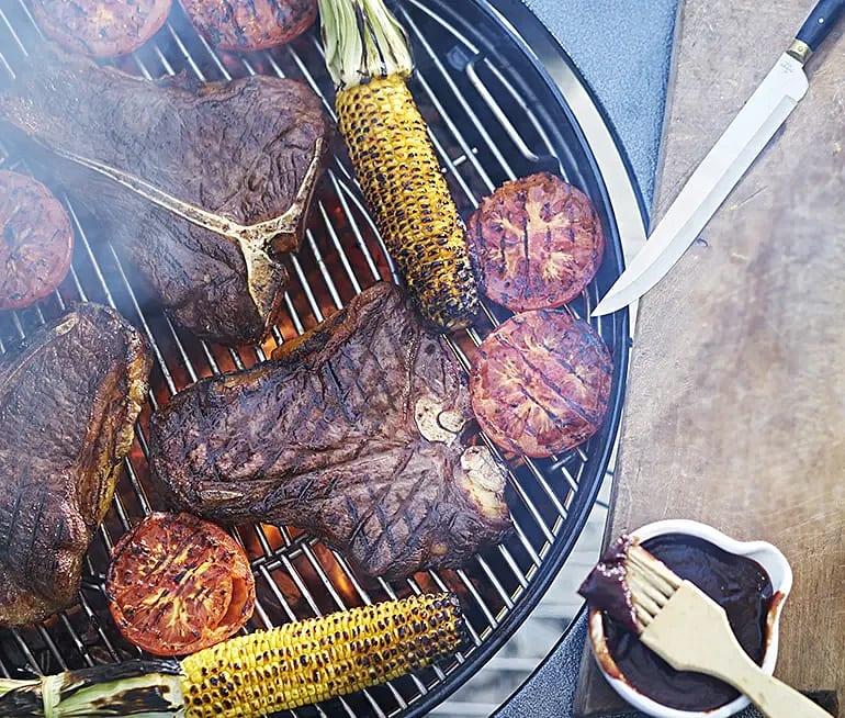Grillad T-bone steak parmesan- och vitlökssmör