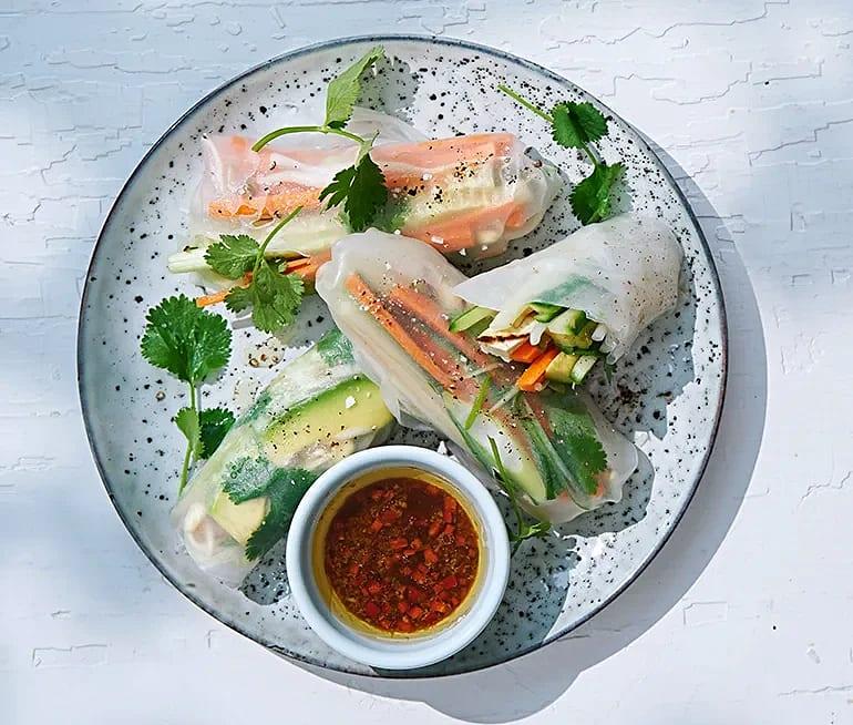 Färska vårrullar med grillad tofu och ingefärsdipp