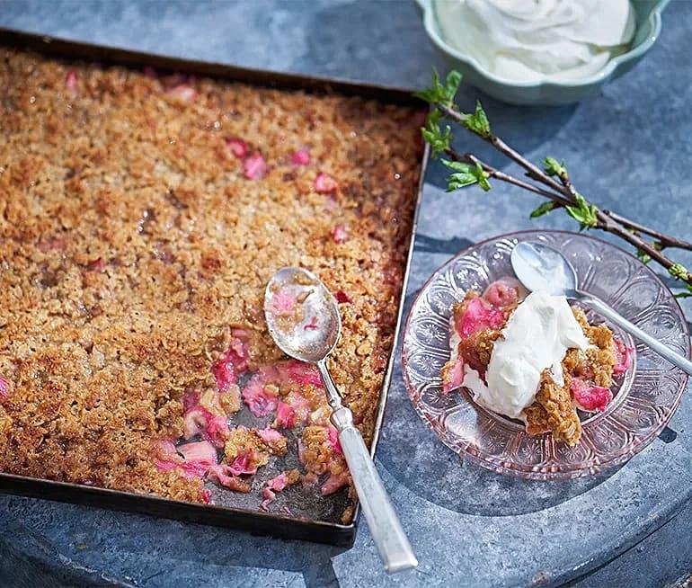 Knäckig rabarberpaj med ingefära