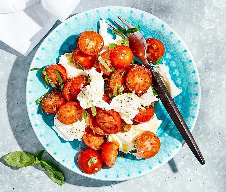 Mozzarellasallad med tomat och basilika