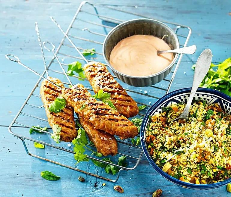 Kycklingkebabspett med smakrik couscous-sallad
