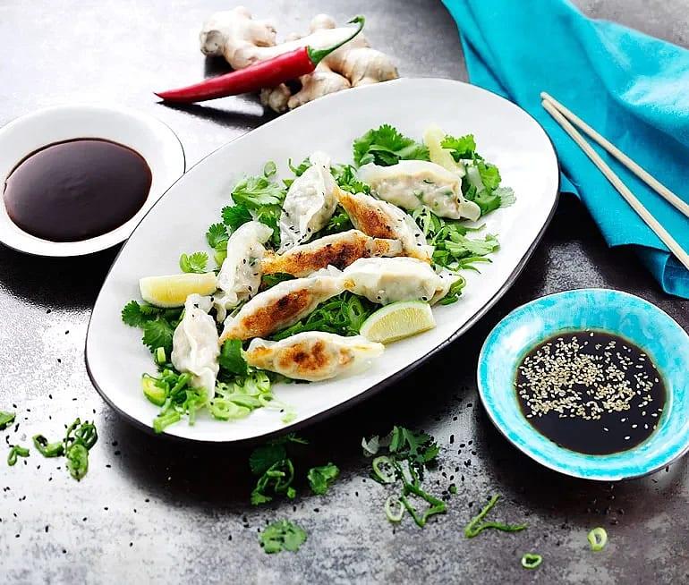 Dumplings med kyckling, ingefära och sesamdipp