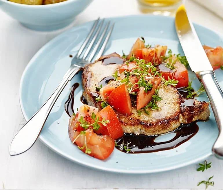 Kotlett med tomat- och krassesallad