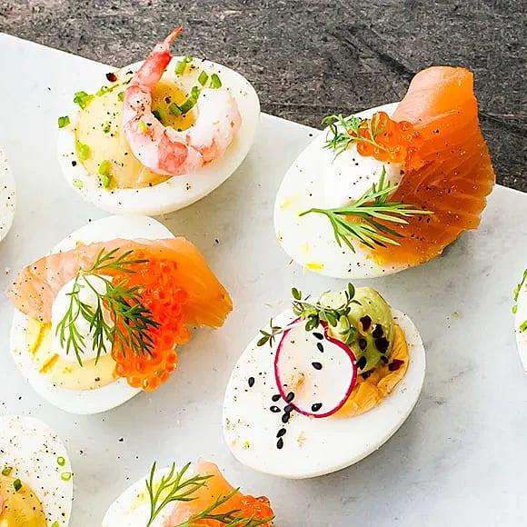Ägghalvor med lax och rom