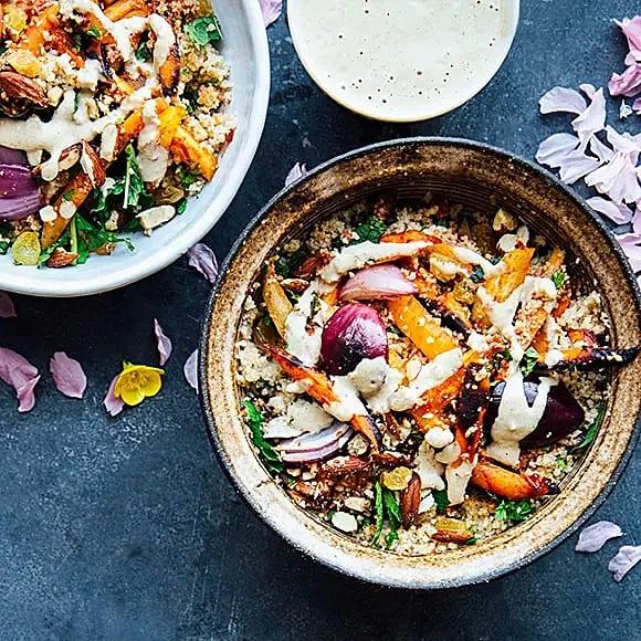 Harissamorötter med couscous och tahini