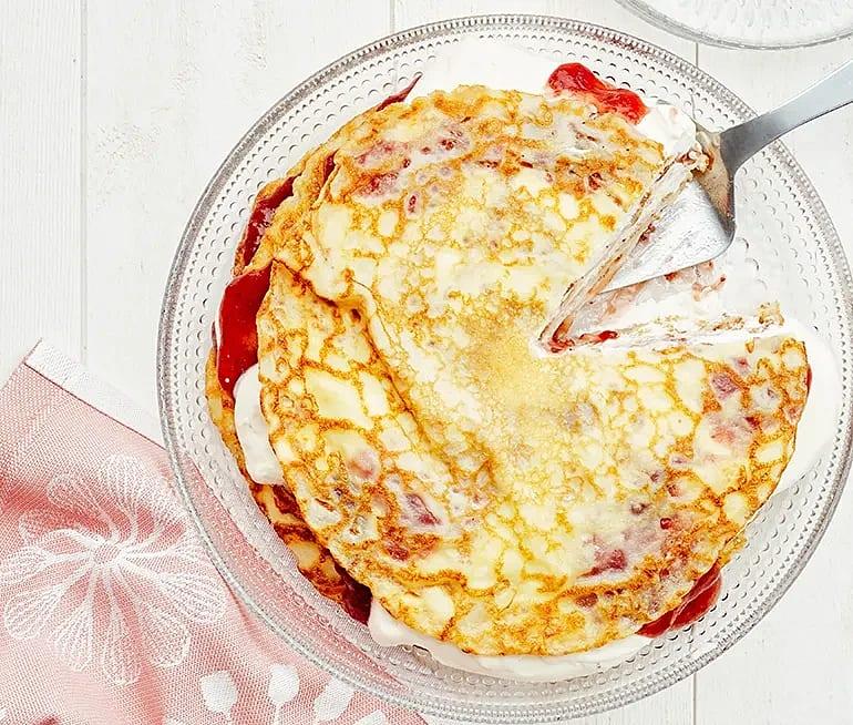 Pannkakstårta med grädde och sylt