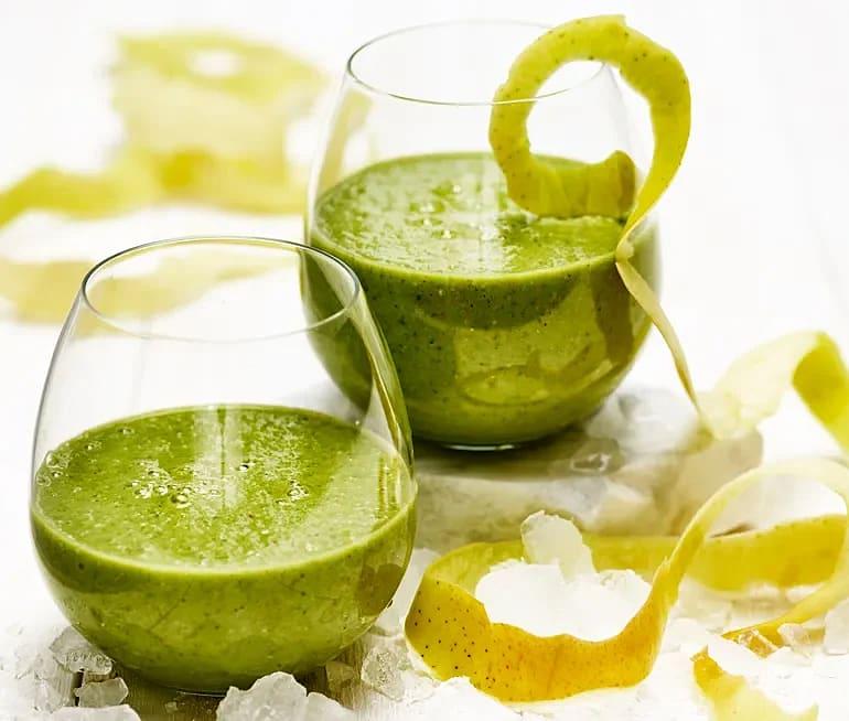 Grön smoothie med havre, äpple och spenat