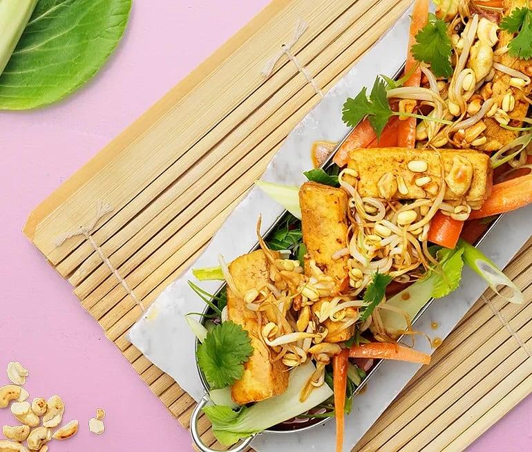 Sallad med sojamarinerad tofu och nötter