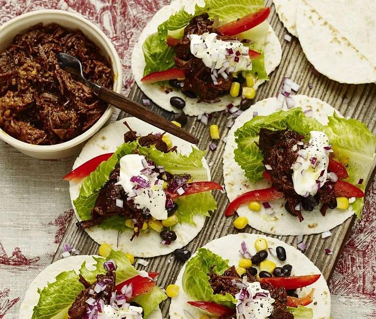 Beef chili i tortilla