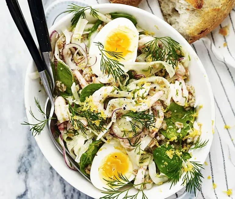 Räkor och ägg med citronmarinerad fänkål