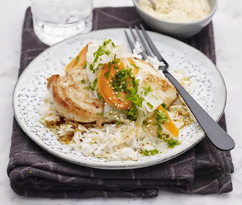 Kyckling med sojamajonnäs och picklade grönsaker