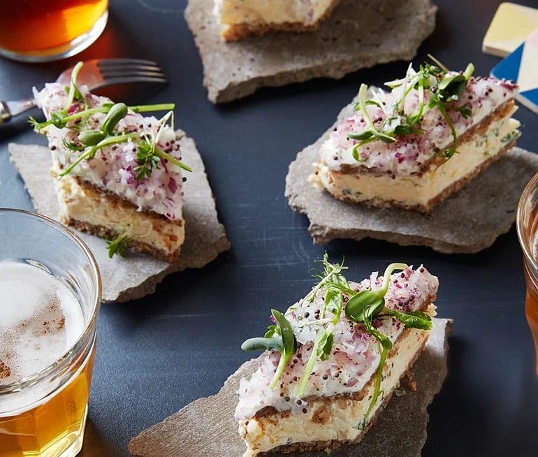 Osttårta med Västerbottensost och matjessill