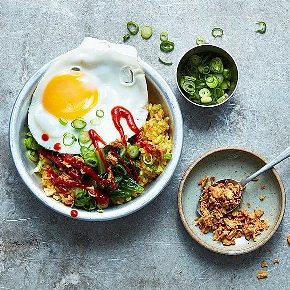 Rispytt med stekt sallad och ägg