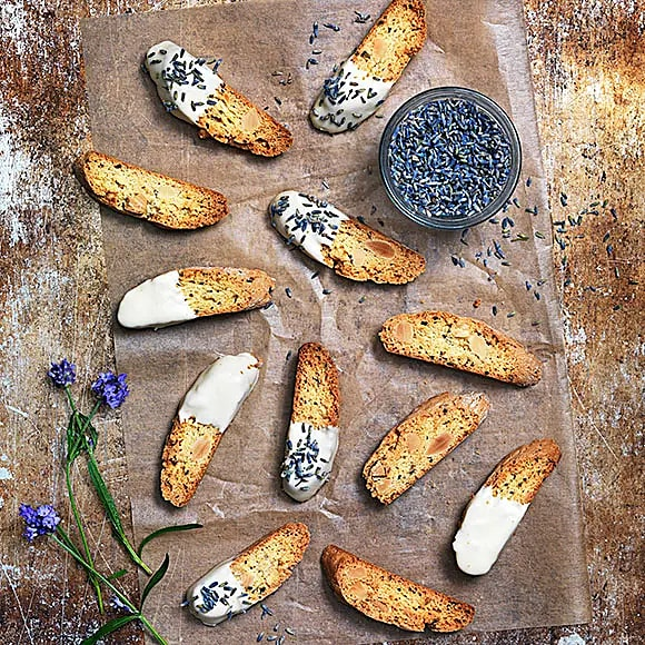 Lavendelskorpor med citron och mandel