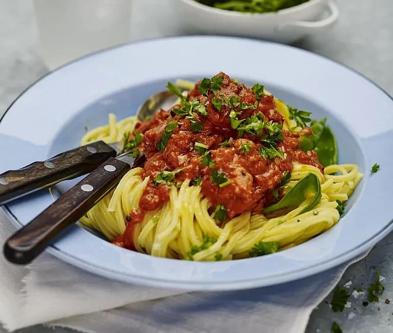 Salsicciagryta med tomat och persilja
