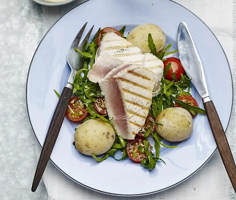 Tonfisk med saltkokt potatis och kallrökt aioli