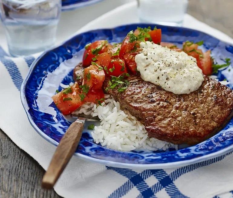 Kryddstekt minutbiff med aubergineyoghurt
