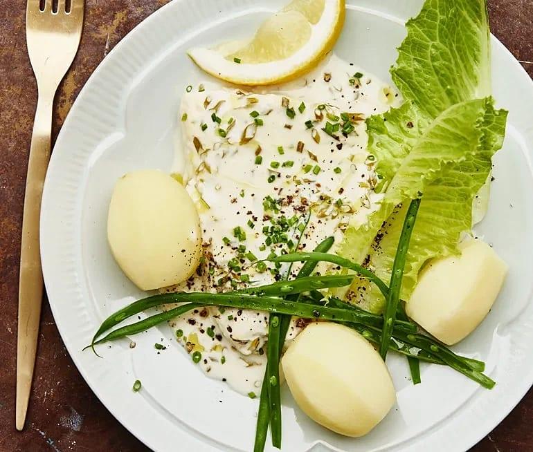 Fisk i ugn med citron- och gräslökssås