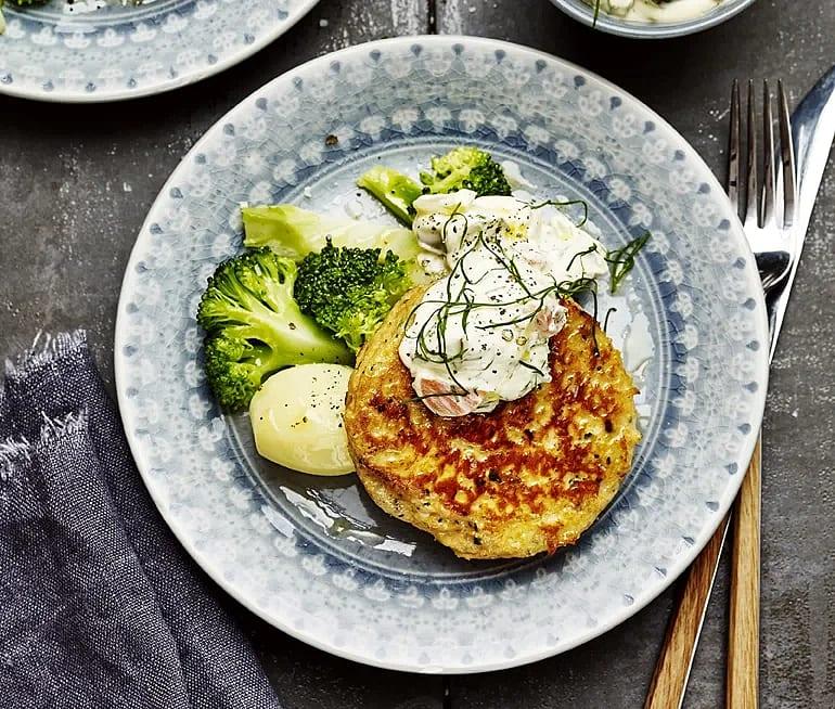 Laxburgare med dillremoulad och broccoli