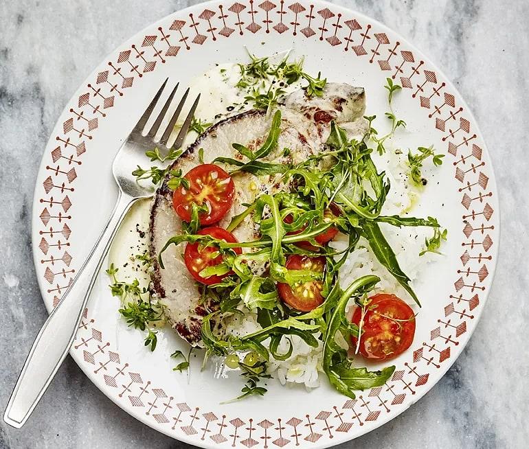 Stekt kotlett med tomatsallad