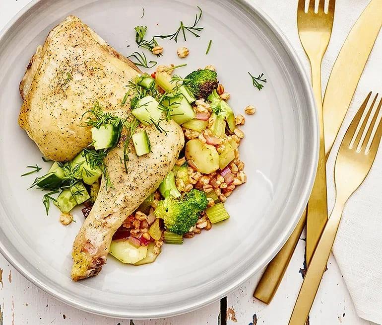 Matvete med grönsaker, kycklingklubba och gurksallad