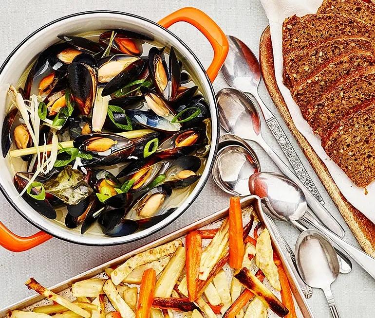 Musselsoppa med citrongräs och chilirostade rotsaksstavar