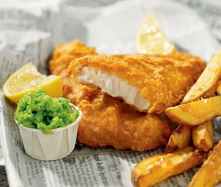 Fish & Crisp med ugnsgrillade potatis och smöriga ärter