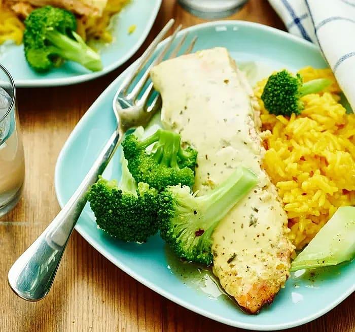 Gratinerad lax och broccoli