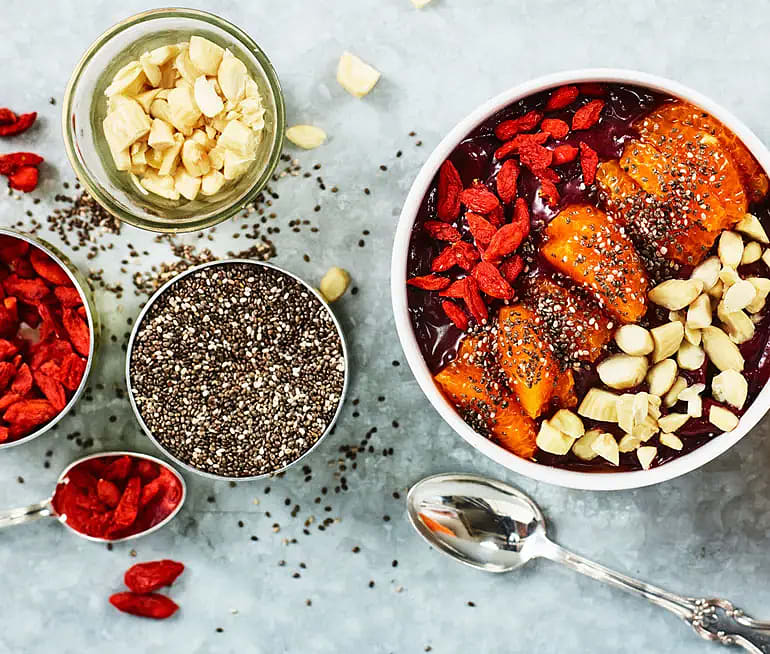 Acai bowl med clementin och mandel