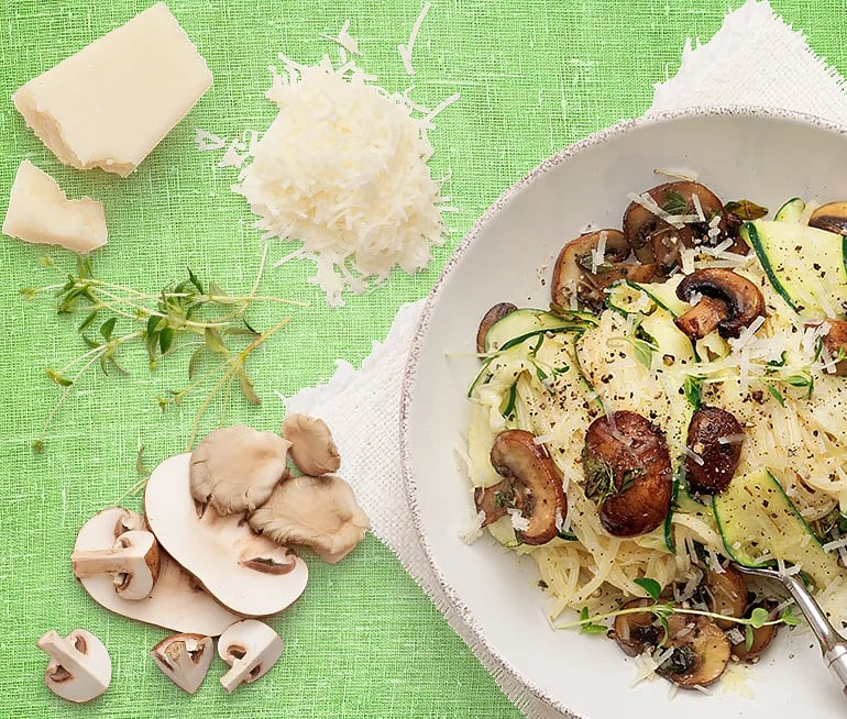 Pasta med zucchini, svamp, timjan och crème fraiche